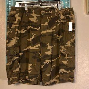 NWT Old Navy Camo 40 Tall Shorts